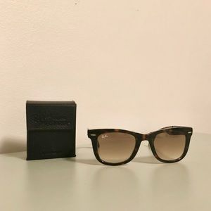 Foldable tortoiseshell Ray-Bans with leather case